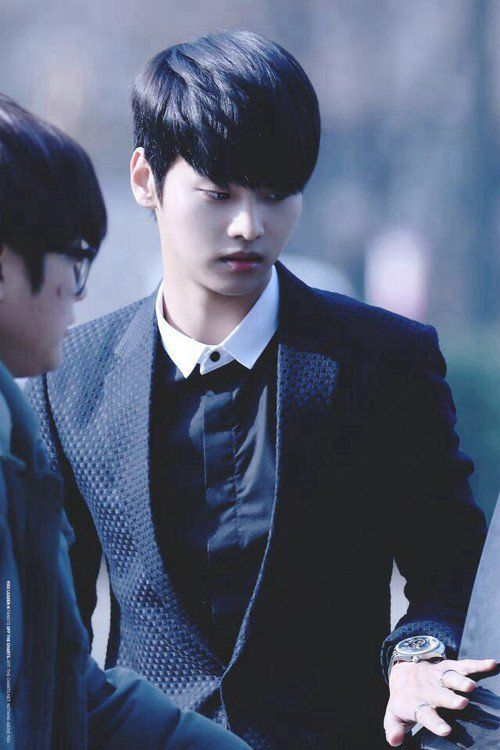 12 Male Idols That Look Ridiculously Good In Suits Leader Edition Idol Leader Vixx