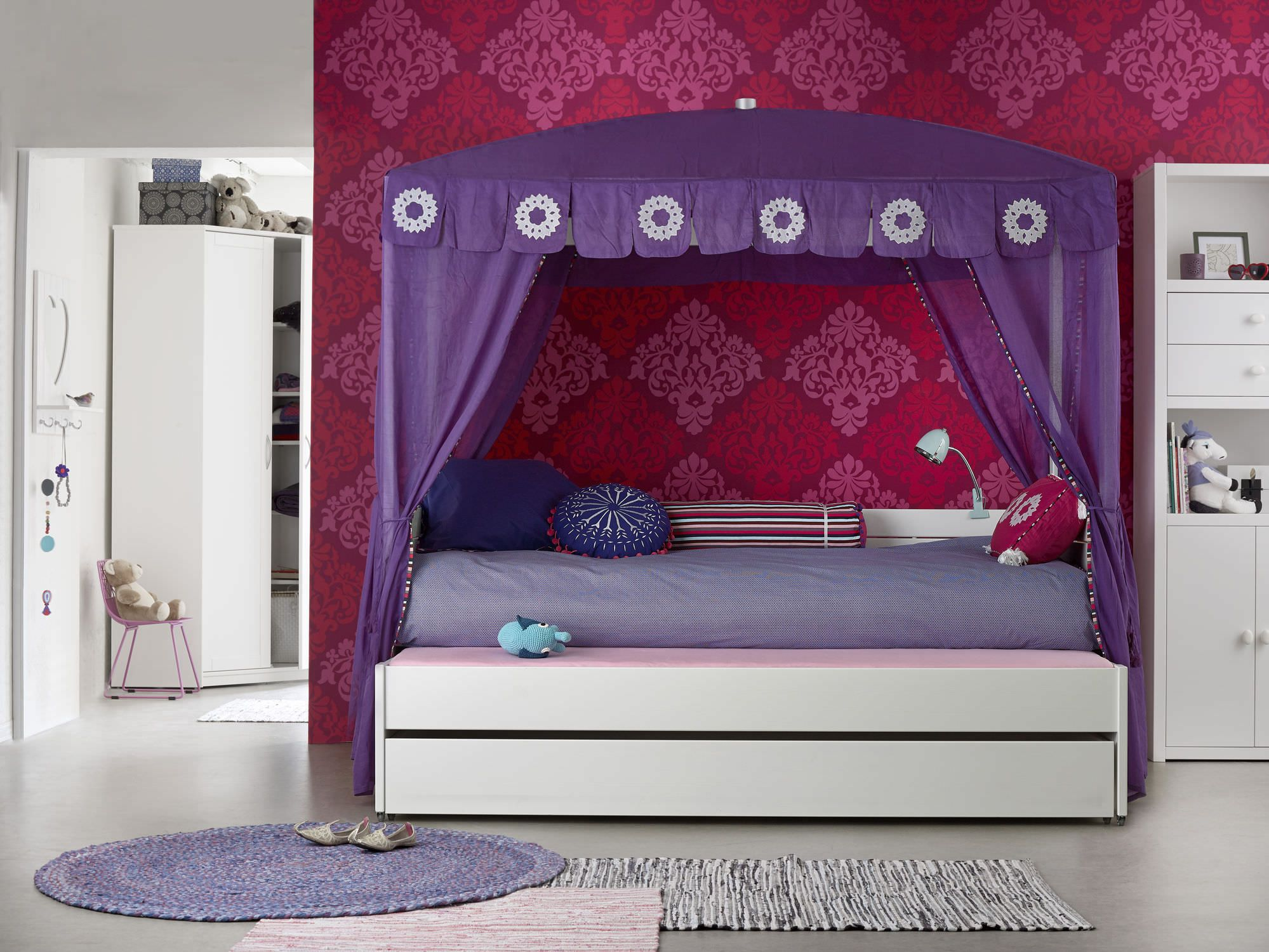 Cute Girls Canopy Beds Ideas Sets - http://katrinahousing.net/cute-girls-canopy-beds-ideas-sets/