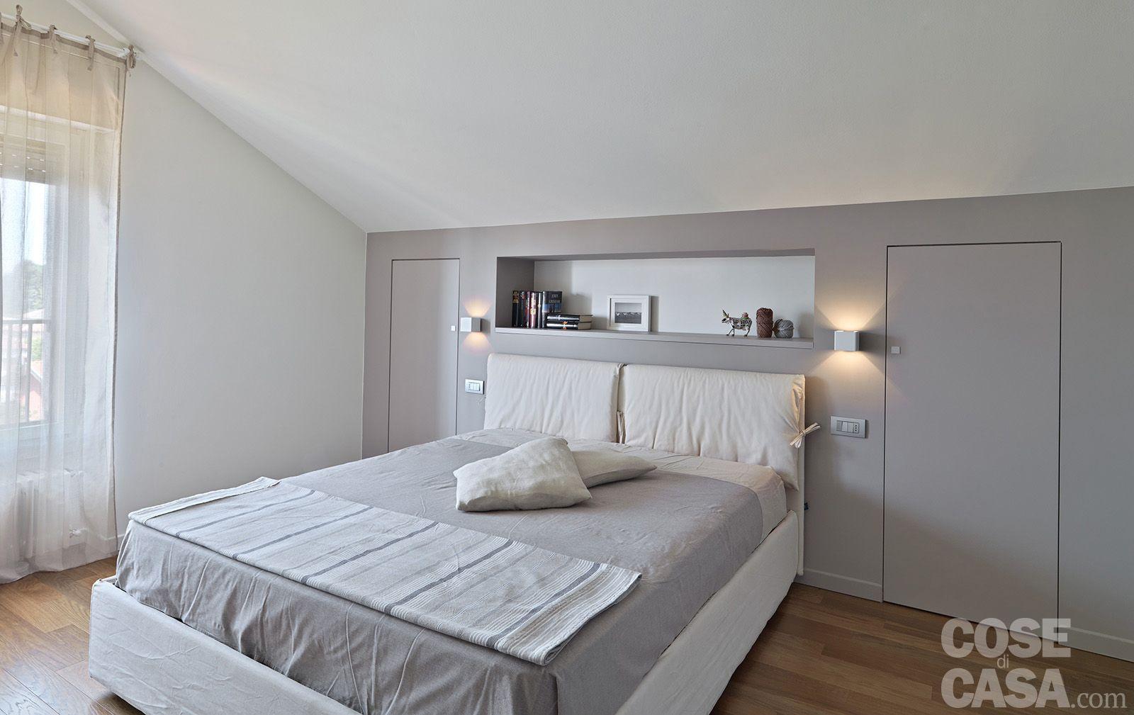 Interni tetto bianco cerca con google mansarda - Mensole dietro letto ...