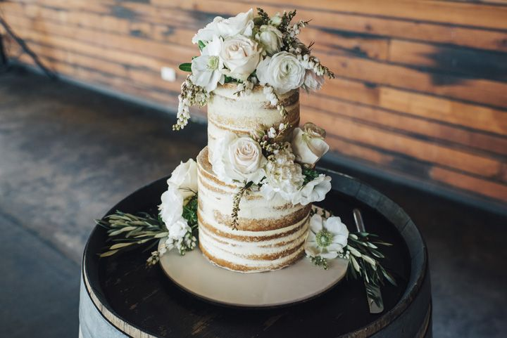 Rustic naked wedding cake with fresh flowers | itakeyou.co.uk #weddingcake #wedding #rustic #rusticwedding #barnwedding #vineyardwedding #realwedding #weddingphotos