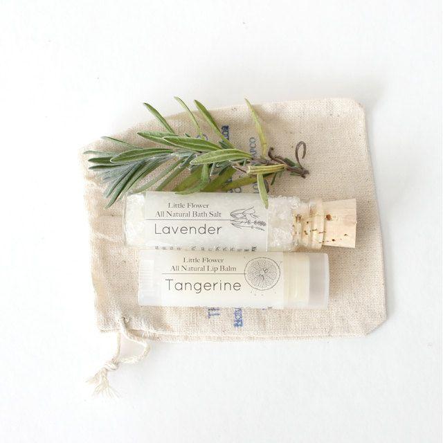 Gift Set All Natural Lip Balm And Bath Salt Gift Set In Muslin Bag Labios Naturales Regalos Spa Regalos Para Compañeros De Trabajo
