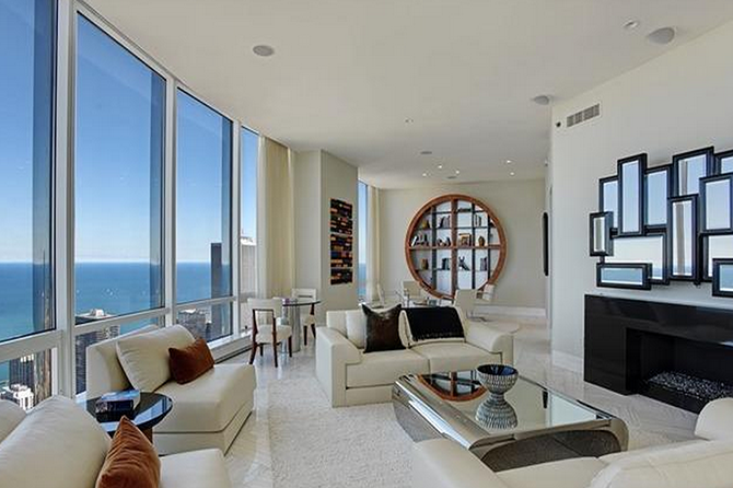 6 Of The Most Luxurious Homes For Rent In America Luxury Homes Renting A House Chicago Apartments For Rent