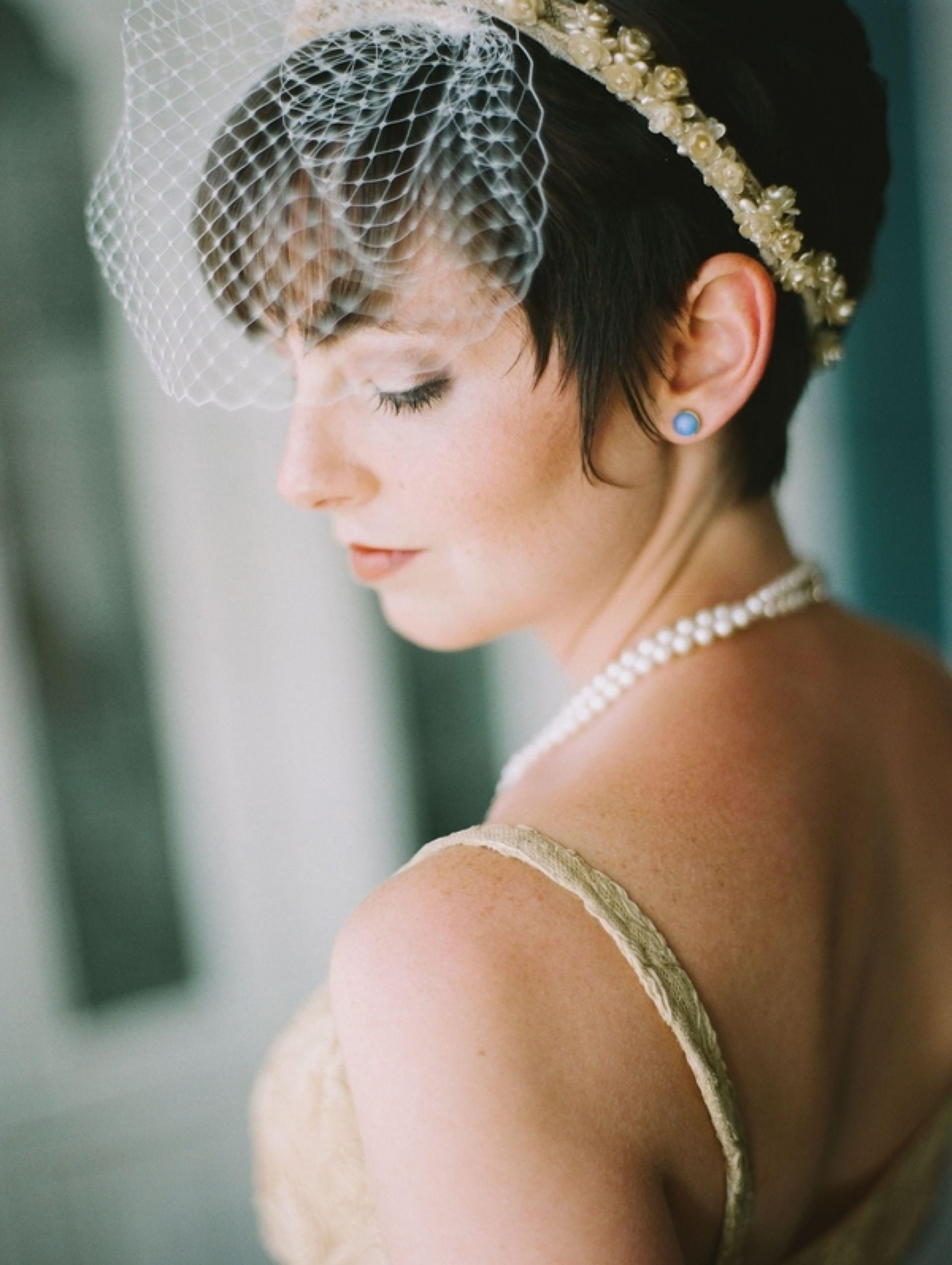 birdcage veil short bridal hairstyles