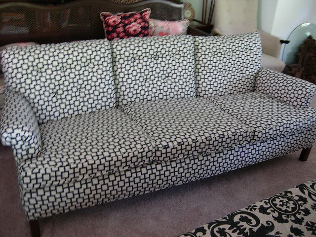 Retro Couch by LCElsie, via Flickr
