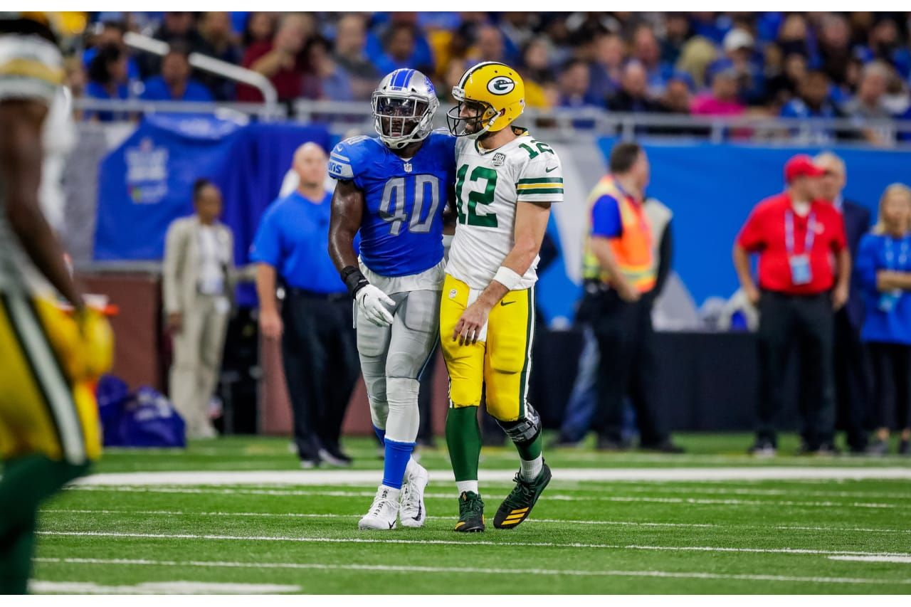 Aaron And Lion Lb Jarrad Davis 10 7 2018 Green Bay Packers Aaron Rodgers Green Bay