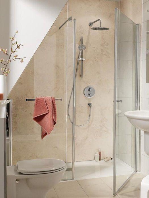 Badezimmer mit Schräge: 8 Tipps zum Planen & Gestalten