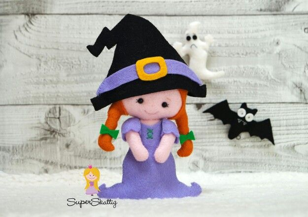 Very cute witch . The pdf pattern will be available soon at www.etsy.com/shop/superskattig