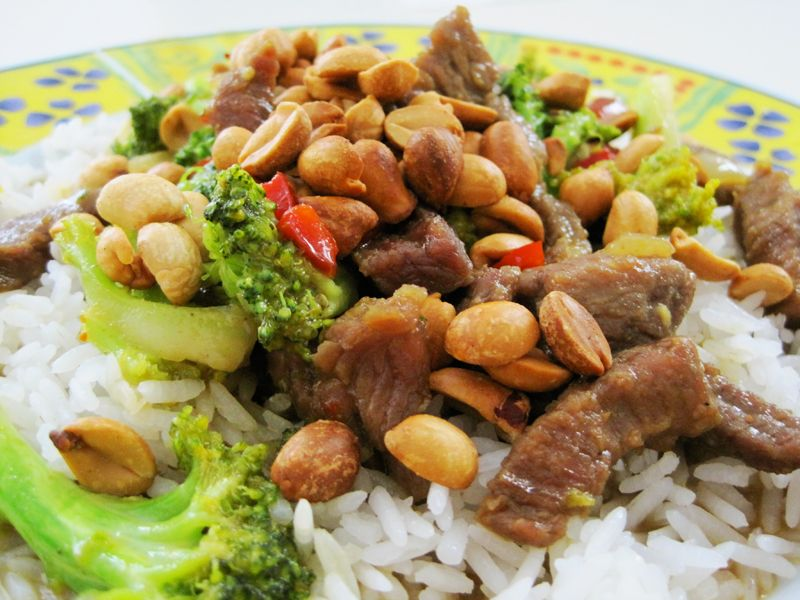 Curry meat and broccoli