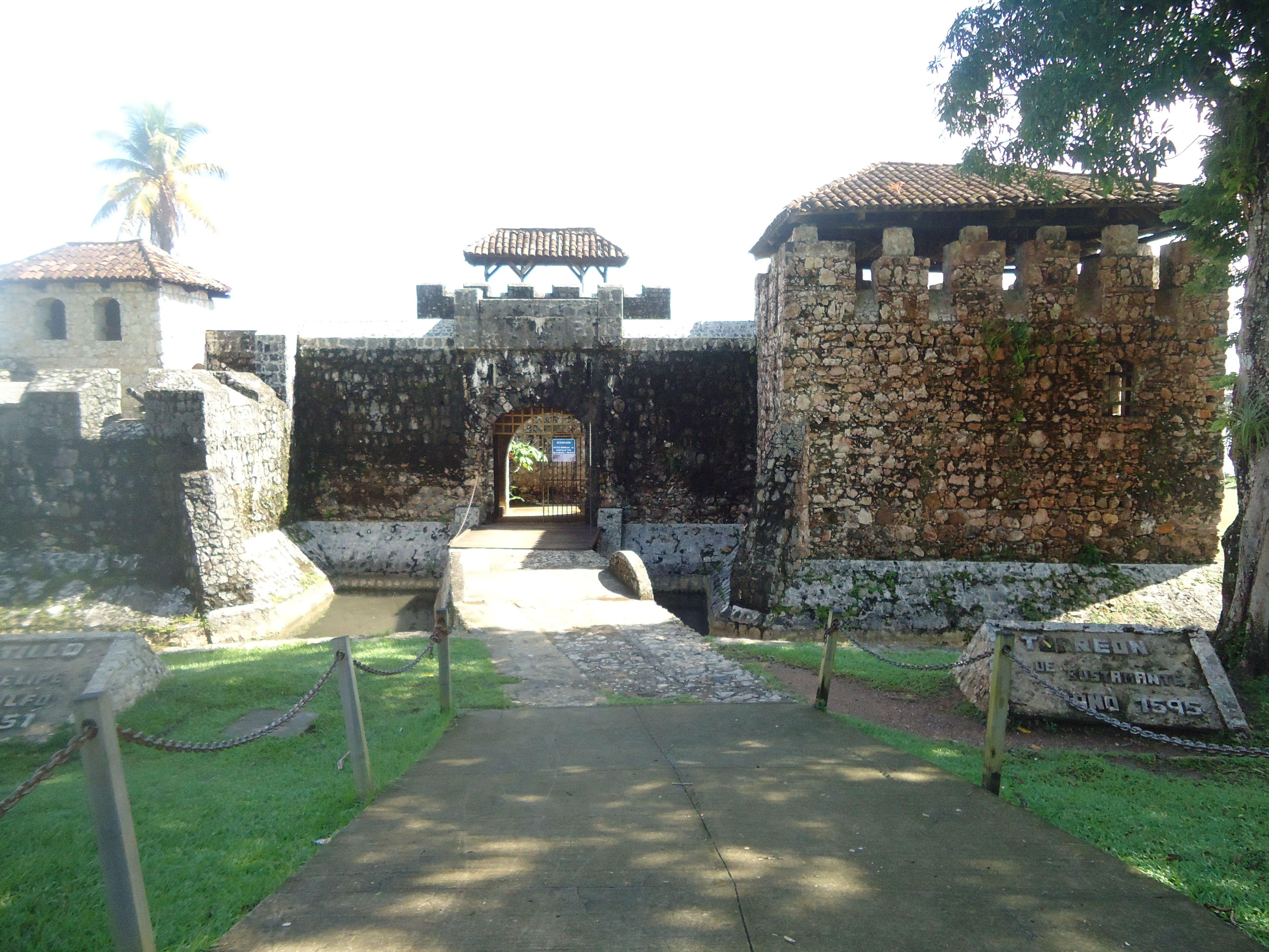 Este es el inigualable castillo de San Felipe ubicado en Izabal, lo mas maravilloso de el, son sus impresionantes vistas, destacando el hermoso lago de Izabal.
