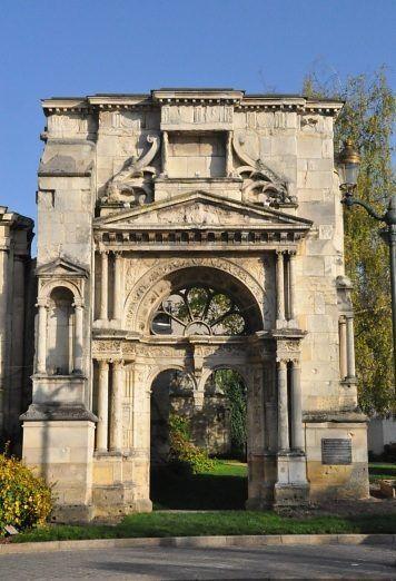 Le portail Saint–Martin, dernier vestige de l'ancienne église d ...