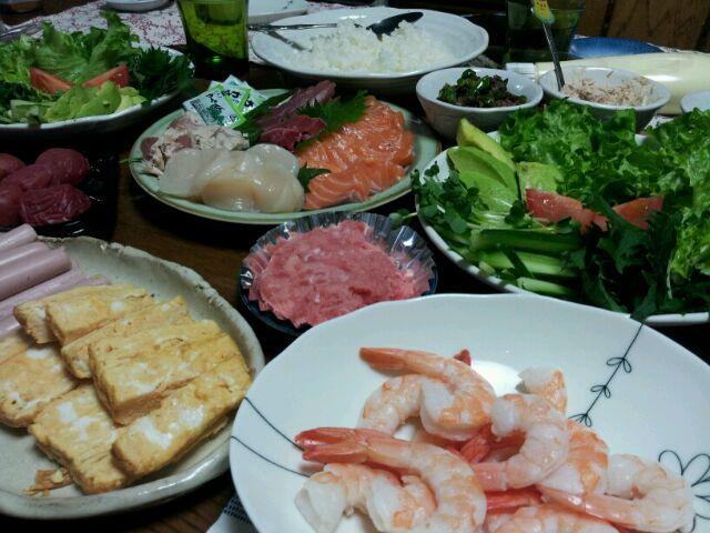 今日は珍しく娘夫婦間もそろって全員集合で晩御飯です! - 32件のもぐもぐ - 手巻き寿司 by shelleell