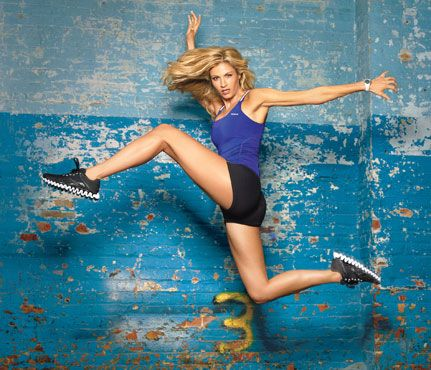 CrossFit: ESPN sideline reporter and Dancing with the Stars alum Erin Andrews tries out the latest shape-up sensation
