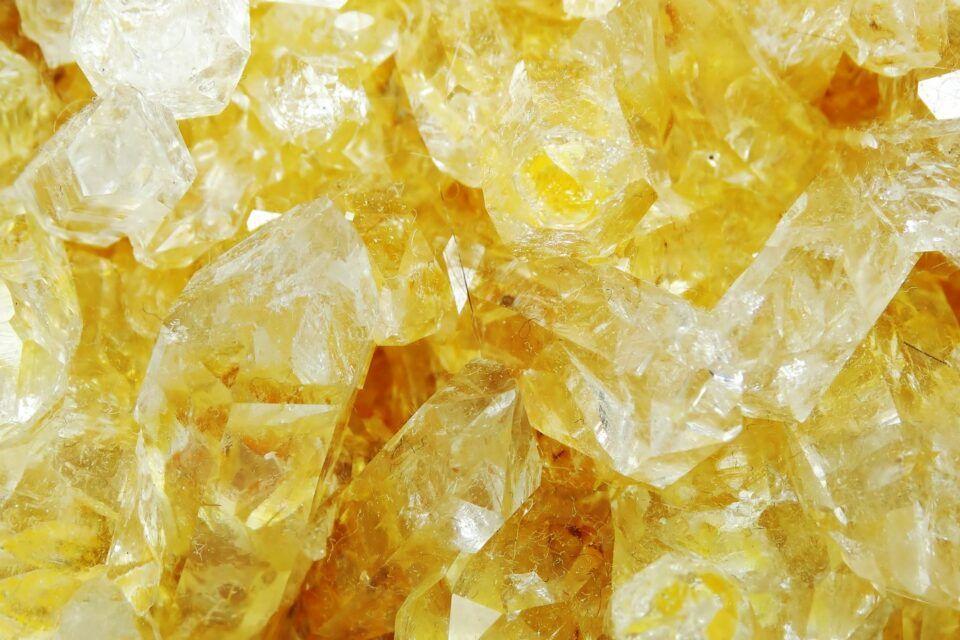 Citrino Caracteristicas Y Propiedades Del Cristal Wemystic Citrino Propiedades Cristales Citrino