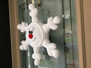 Snowflake Door Hanger pattern by Lisa Kingsley #hangersnowflake