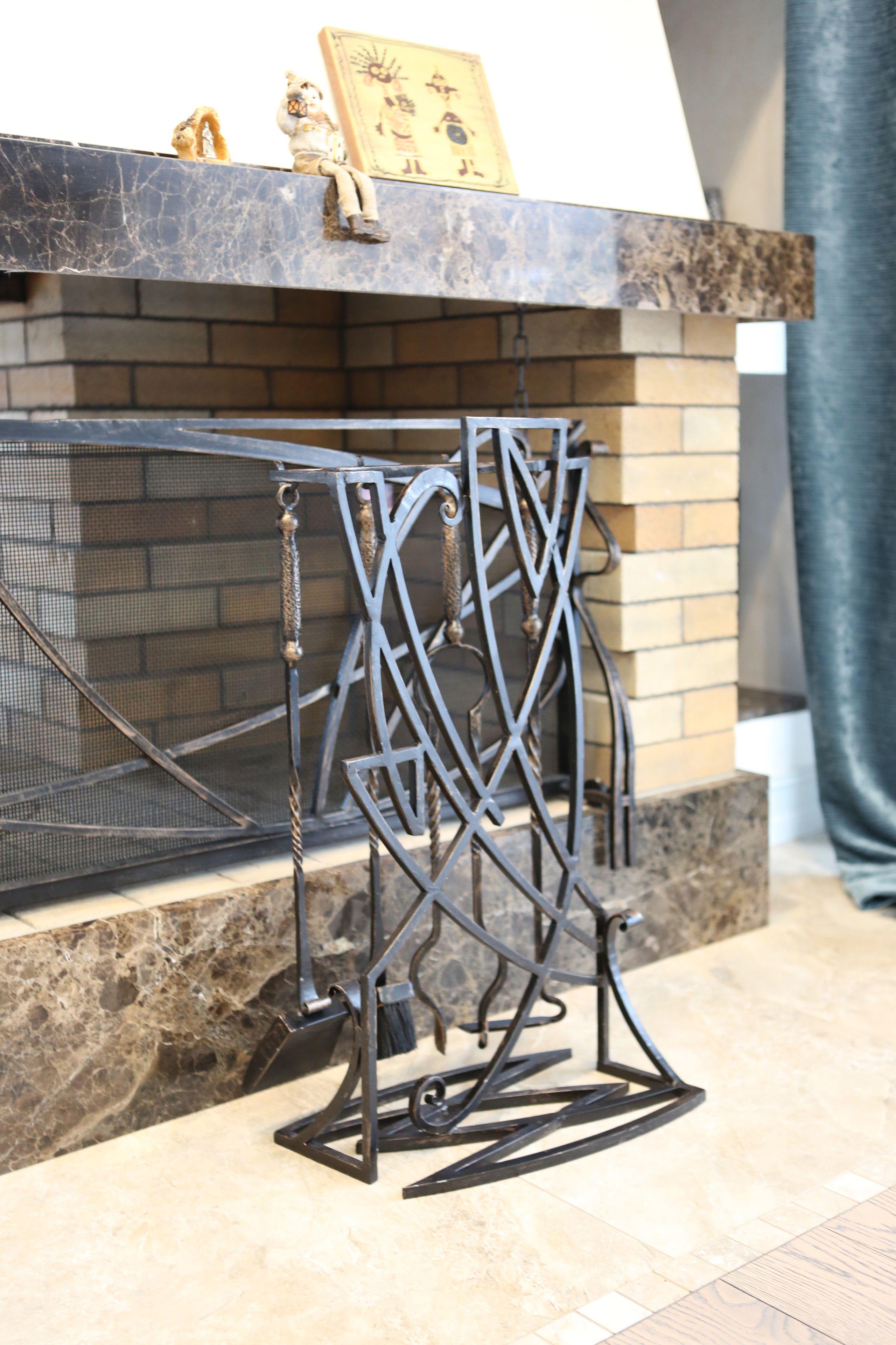 Кованые аксессуары, конструктивные элементы и декор в одном стиле, контакты специалиста: http://www.metal-made.ru/service/