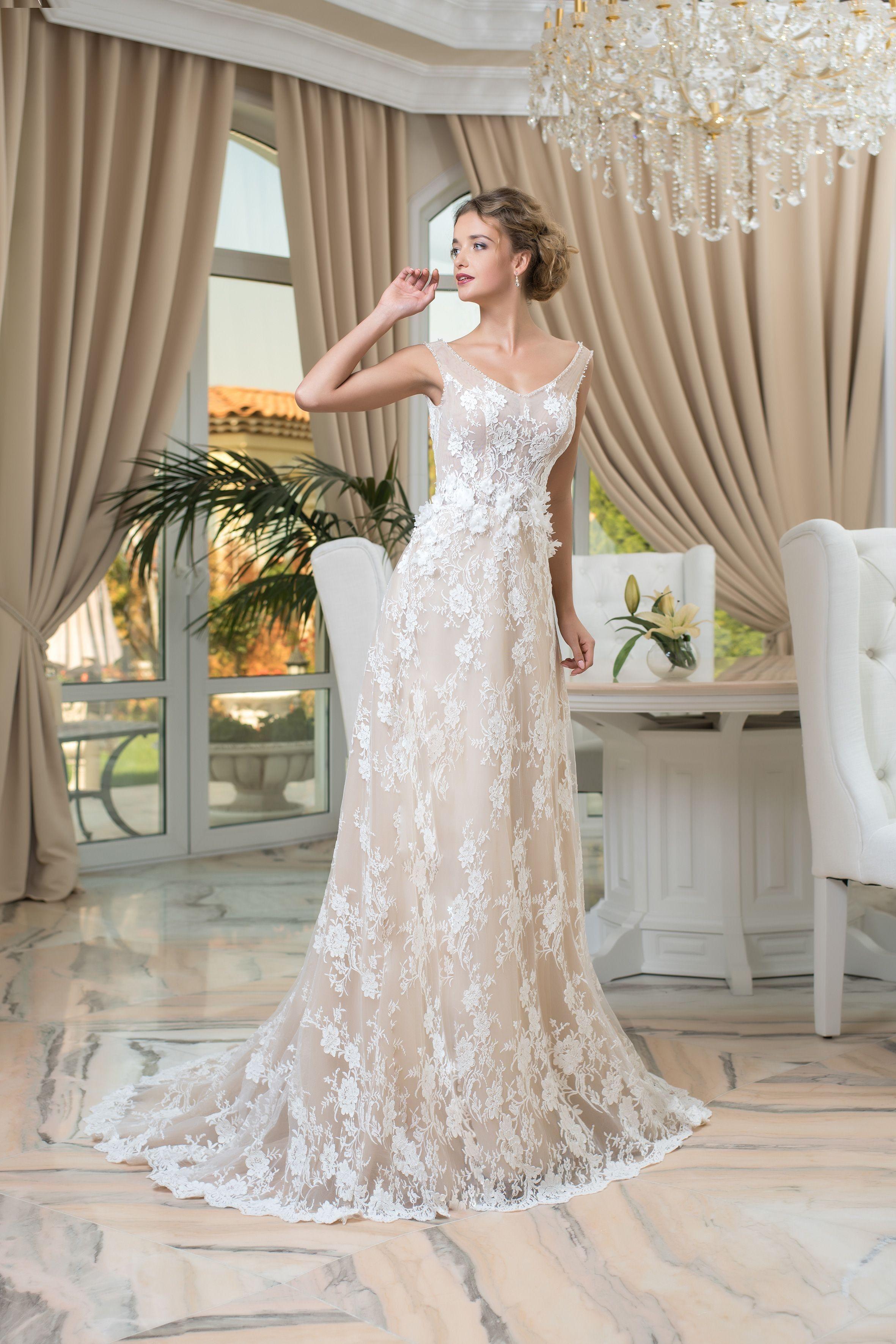 d0f0cb885285 Krásne dlhé čipkované svadobné šaty