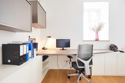 Bureau kast op maat camber bureautafel in een hoek design study