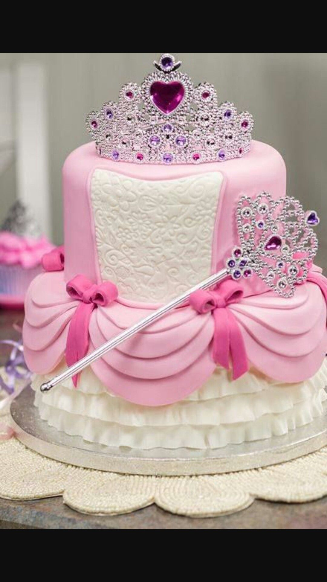 Pin By Cynthia Briche On Idees Decoration Gateaux Cute Birthday Cakes Princess Birthday Cake Girl Cakes