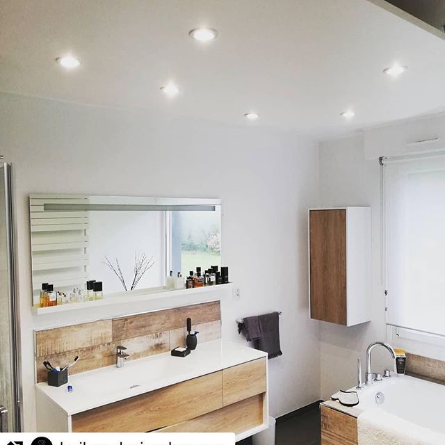 Esprit bois et lumi�re pour cet ensemble de salle de bain #mylodge par @boileaudesigndespace ?  #sanijura #salledebain #salledebaindesign #bathroom #bathroominspo #repost