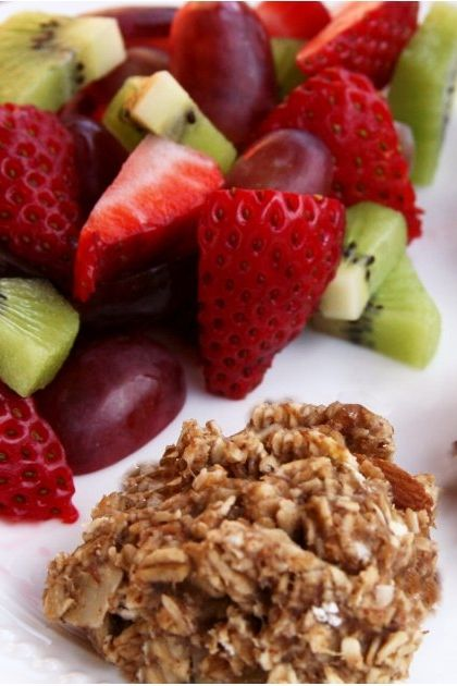 Satisfy your sweet tooth with these vegan banana oatmeal breakfast cookies!