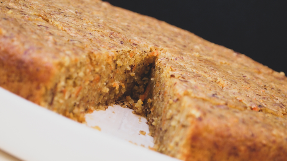 Vegan carrot cake: sweet understatement for your coffee table