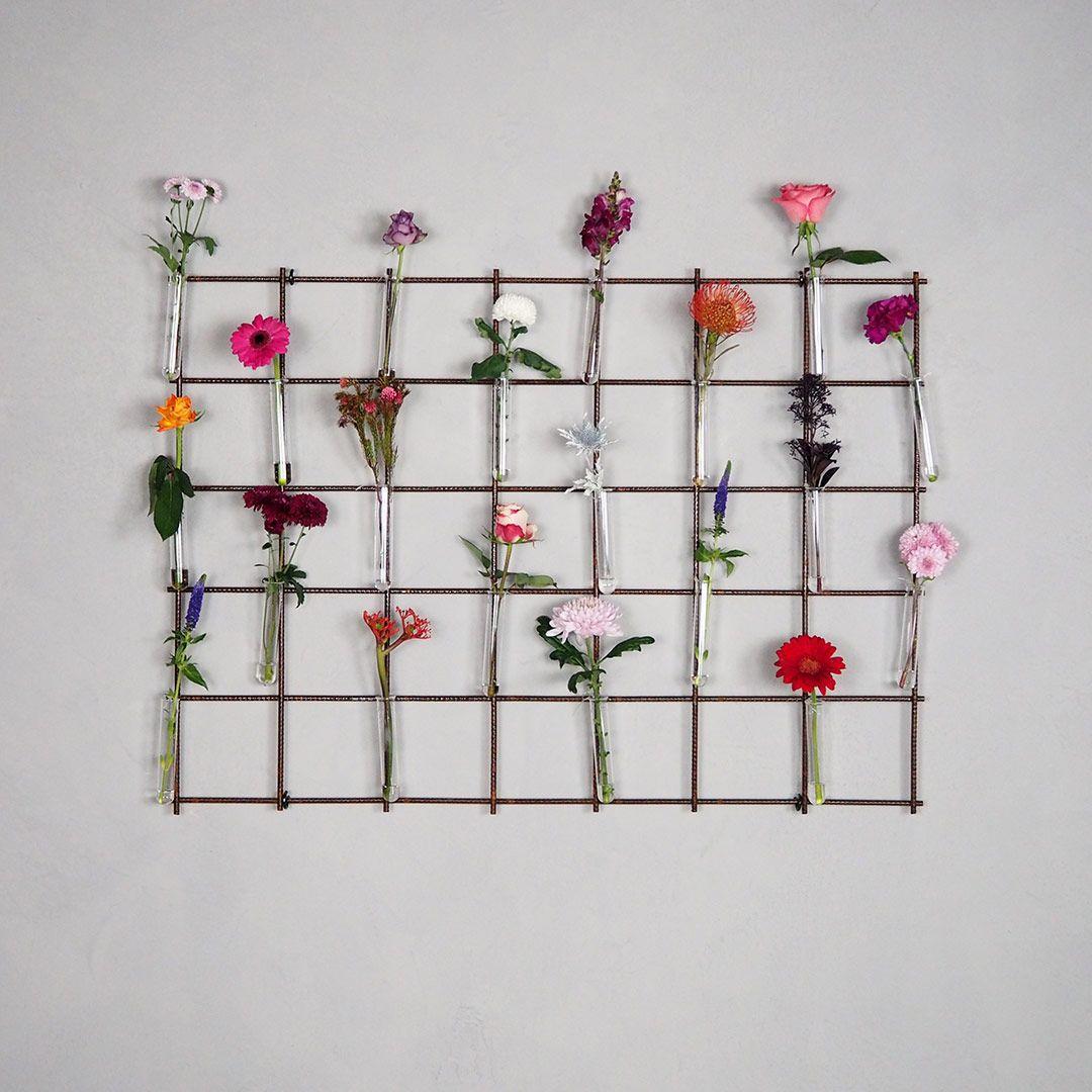 Blumenwand blumenstrauß blumen blumendeko frühlingsblumen blumengitter deko pflanzenwand urbangardening wandgitter gitter gitterwand