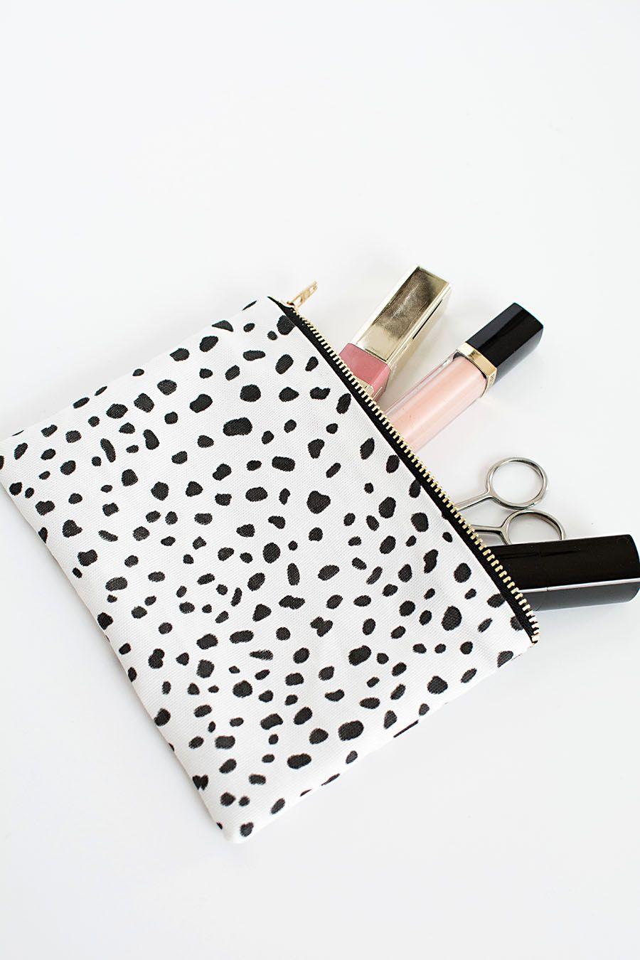 DIY No Sew Zipper Pouch Diy makeup bag, Diy makeup bag
