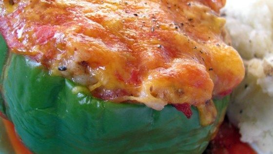 Green Bell Peppers Stuffed With Ground Beef Rice And Sharp Cheddar Cheese Are A Hearty Meal Perfect For Weeknight Dinners Stuffed Peppers Recipes Food