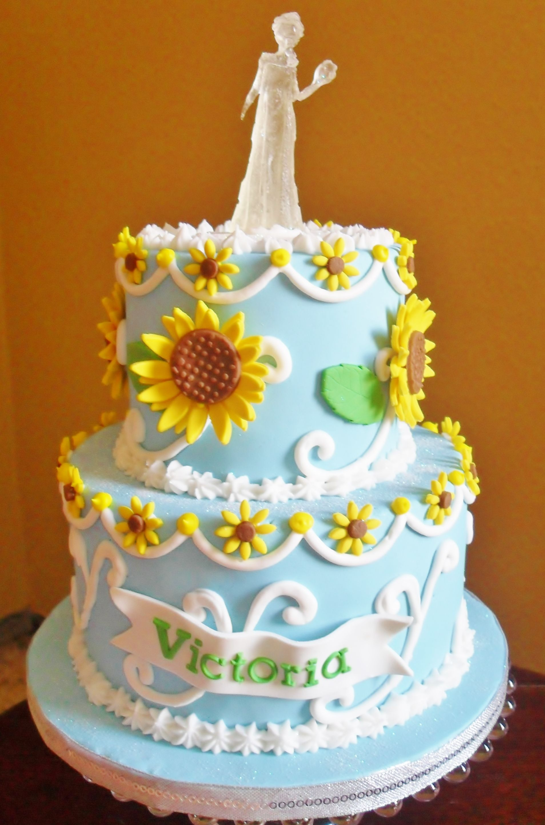 CupcakesHouse Frozen Fever Cake Cakes Pinterest Frozen fever