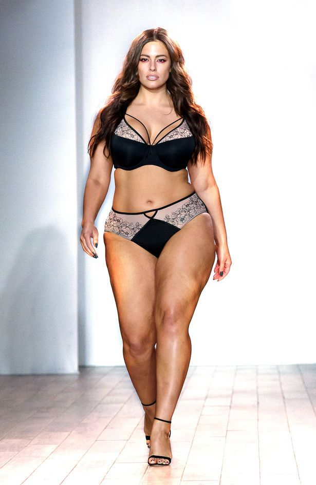 Plus-size model Ashley Graham showcases her curves in lace ...
