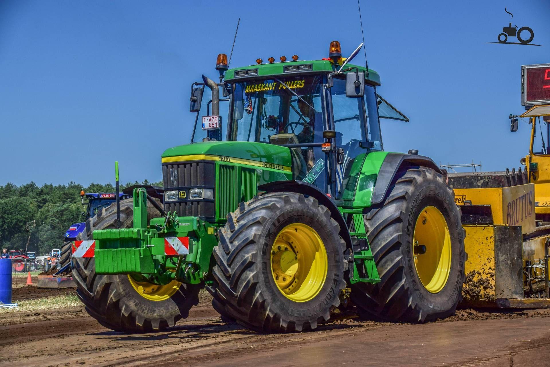 Foto van een John Deere 7710. Geplaatst door jd7920 op 03-07-2018 om  00:19:33, op TractorFan.nl - de nummer 1 tractor foto website.