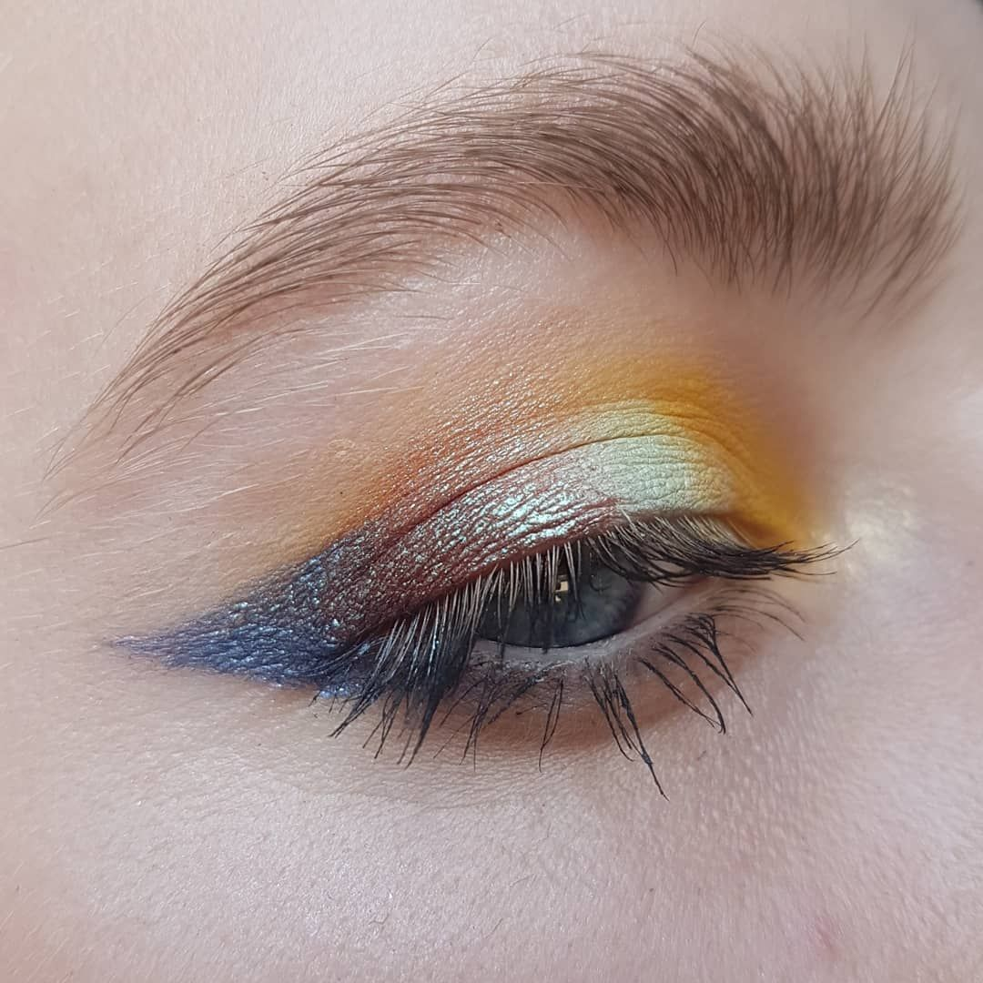 Clare On Instagram You Know When It S A Mustard Mint Multichrome And Navy Kinda Day Used Juviasplace Zulu Palette Lushcosm In 2020 Eye Makeup Makeup Makeup Looks