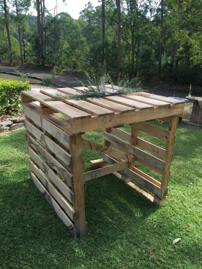 Pallet Bar Table Backyard Engagement Party Recycled Materials Natural Centrepieces