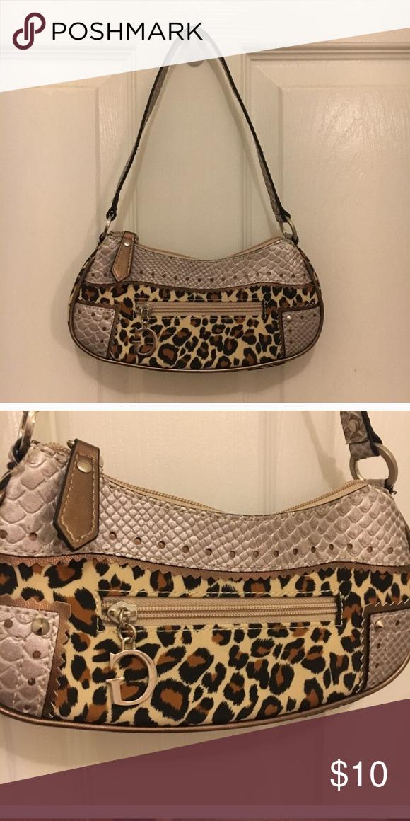 Guess mini purse Guess mini purse in cheetah   and snake skin pattern. Guess  logo zipper. Very clean and cute Guess Bags Mini Bags 129f31bf438c5