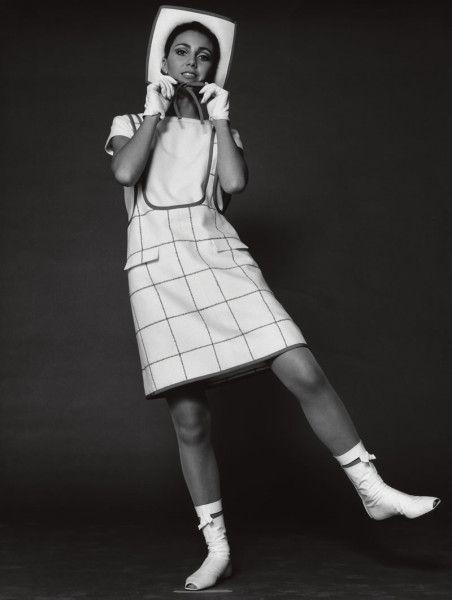 By F.C. Gundlach, Paris, FS 1 9 6 5. The first mini fashion
