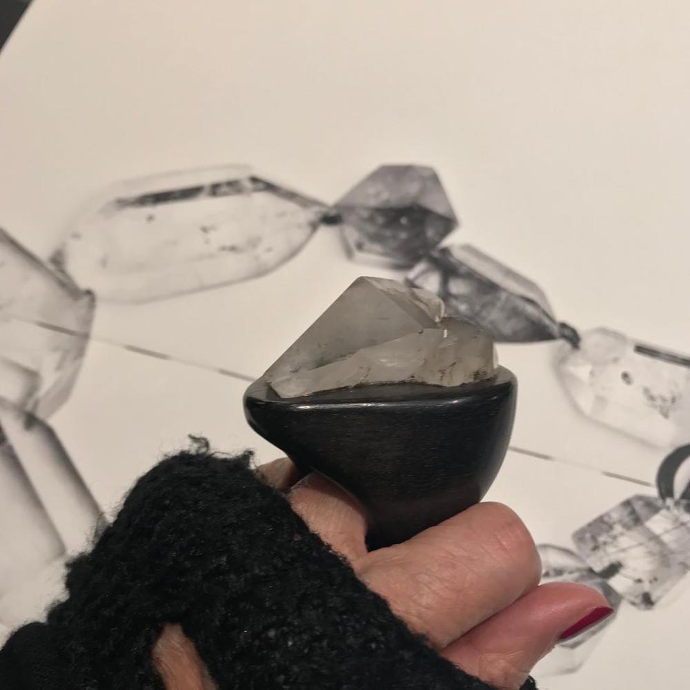 """MONIES Italia 在 Instagram 上发布:""""Showroom monies_milano Unique - Ring- Ebony-Stone #viacerva #durini #durinidistrict #lascala #galleriaduomo #montenapoleone #viadellaspiga…"""""""