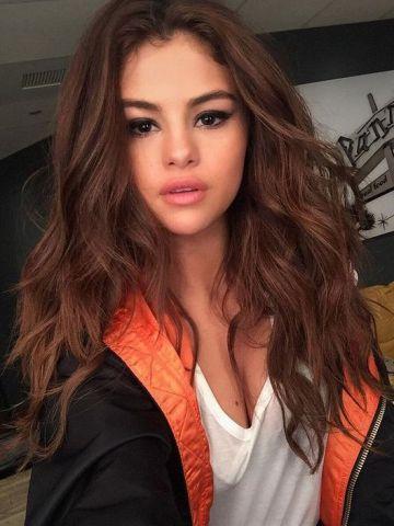 Reddish Brown Bouncy Wavy Lace Front Human Hair Wig Hh047 Selena Gomez Hair Hair Styles Selena Gomez Style