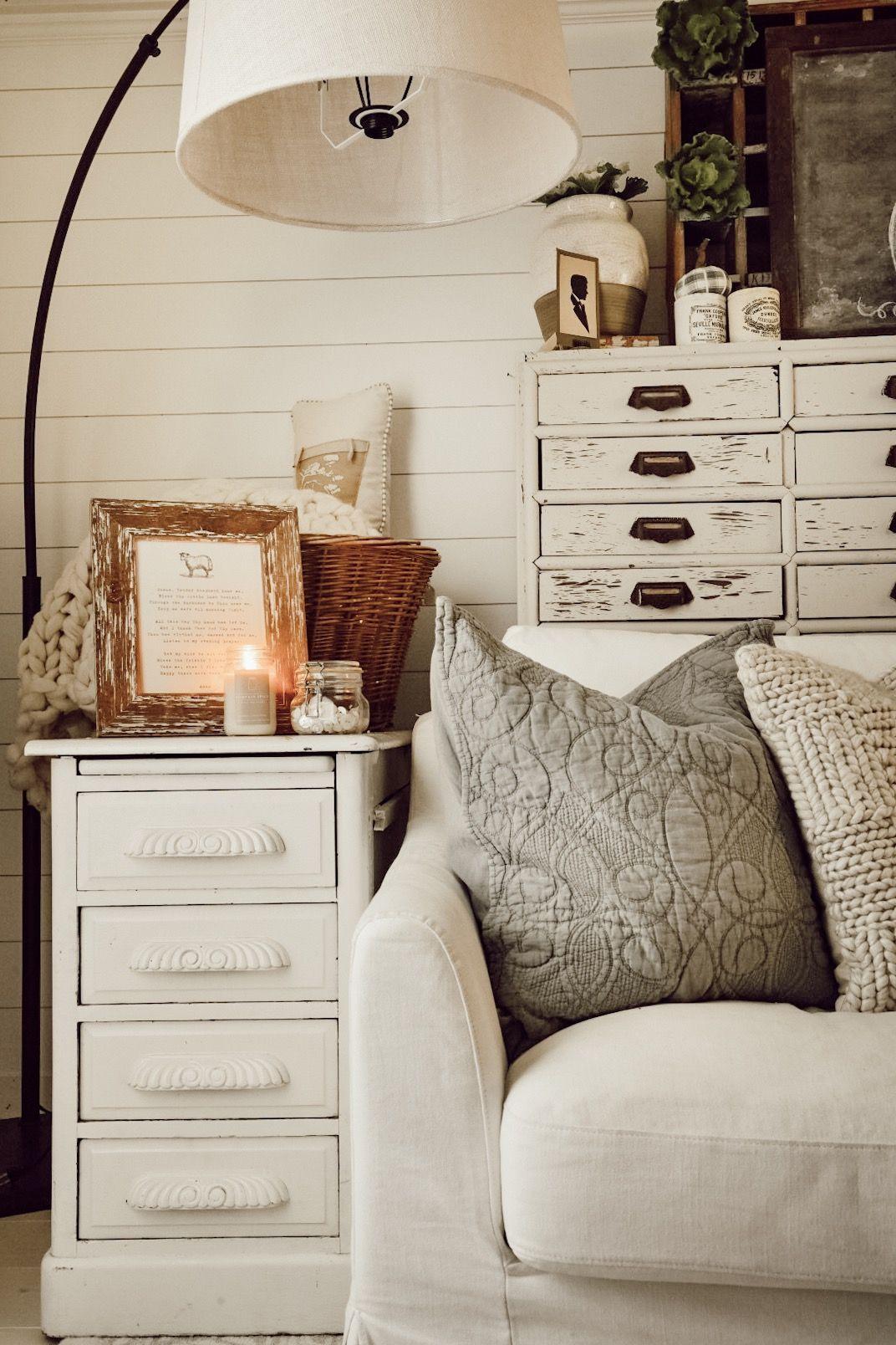 Simple and cozy fall family room. #falldecor #cozy #familyroom #fallinspiration #gather #whitecottage #livingroom #simpledecor #fallfamilyroom #fall #autumn