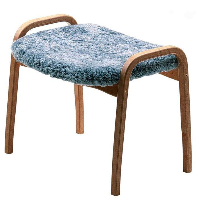 Lamino Pall Saueskinn/Eik, Graphite - Lamino, designet av Yngve Ekström, ble tildelt prisen for århundrets svenske møbel av Sköna Hem i 1999. Det første eksemplaret ble solgt allerede i 1956, på dette tidspunktet hadde ingen en anelse om hvilken verdsatt møbel Lamino kom til å bli. Alle som eier en Lamino kan med stolthet si at de eier et originalt møbel av høyeste kvalitet! - Swedese - RoyalDesign.no