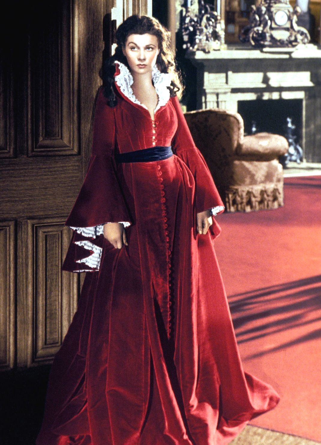 Vivien Leigh as Scarlett O'Hara in her red dressing gown ...