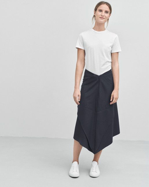 Front Runner Skirt Navy | Simple white t-shirt by Filippa K | Minimalist  casual