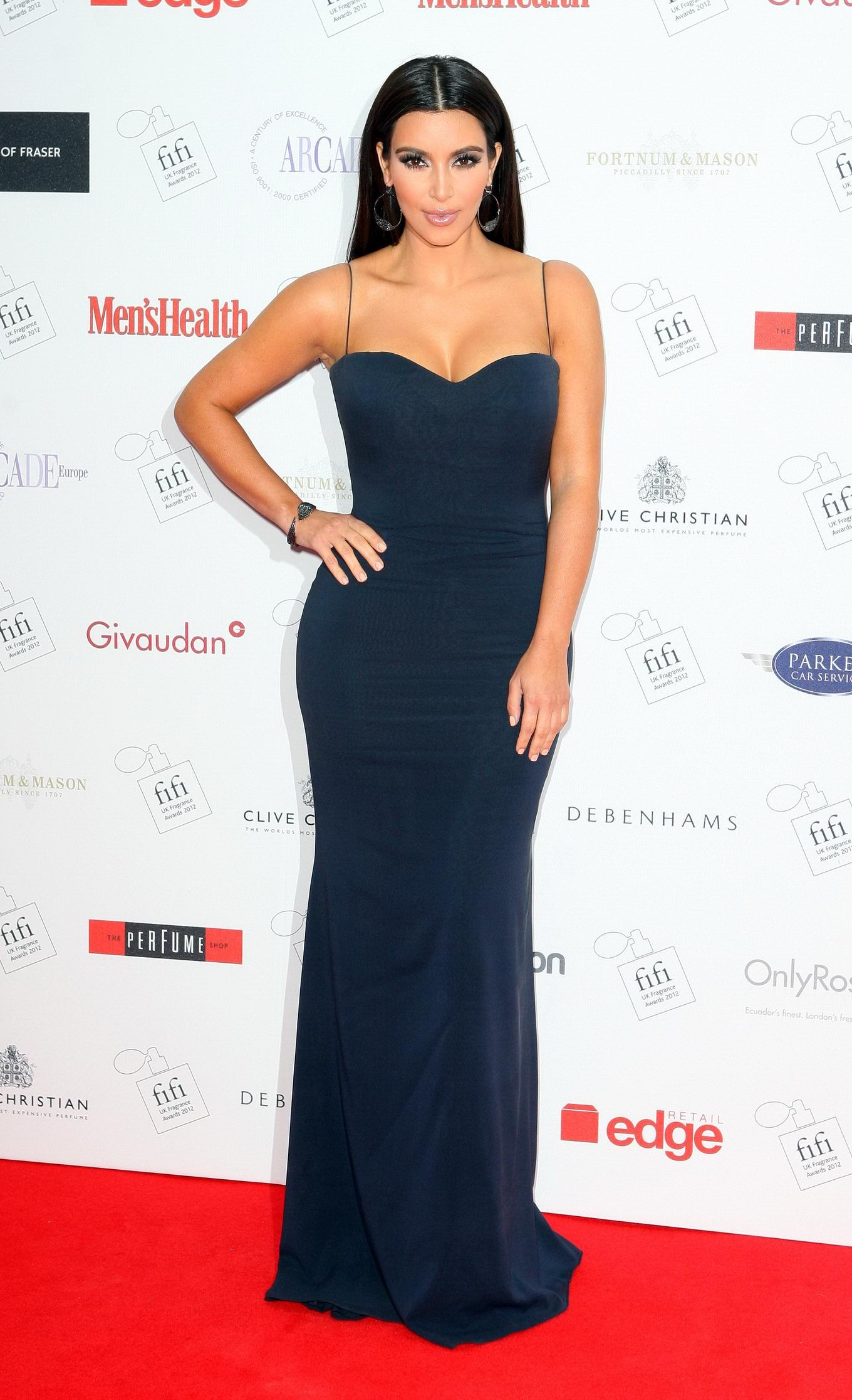Kim Kardashian - Navy Gown not a Kim K fan, but sometimes, she gets ...