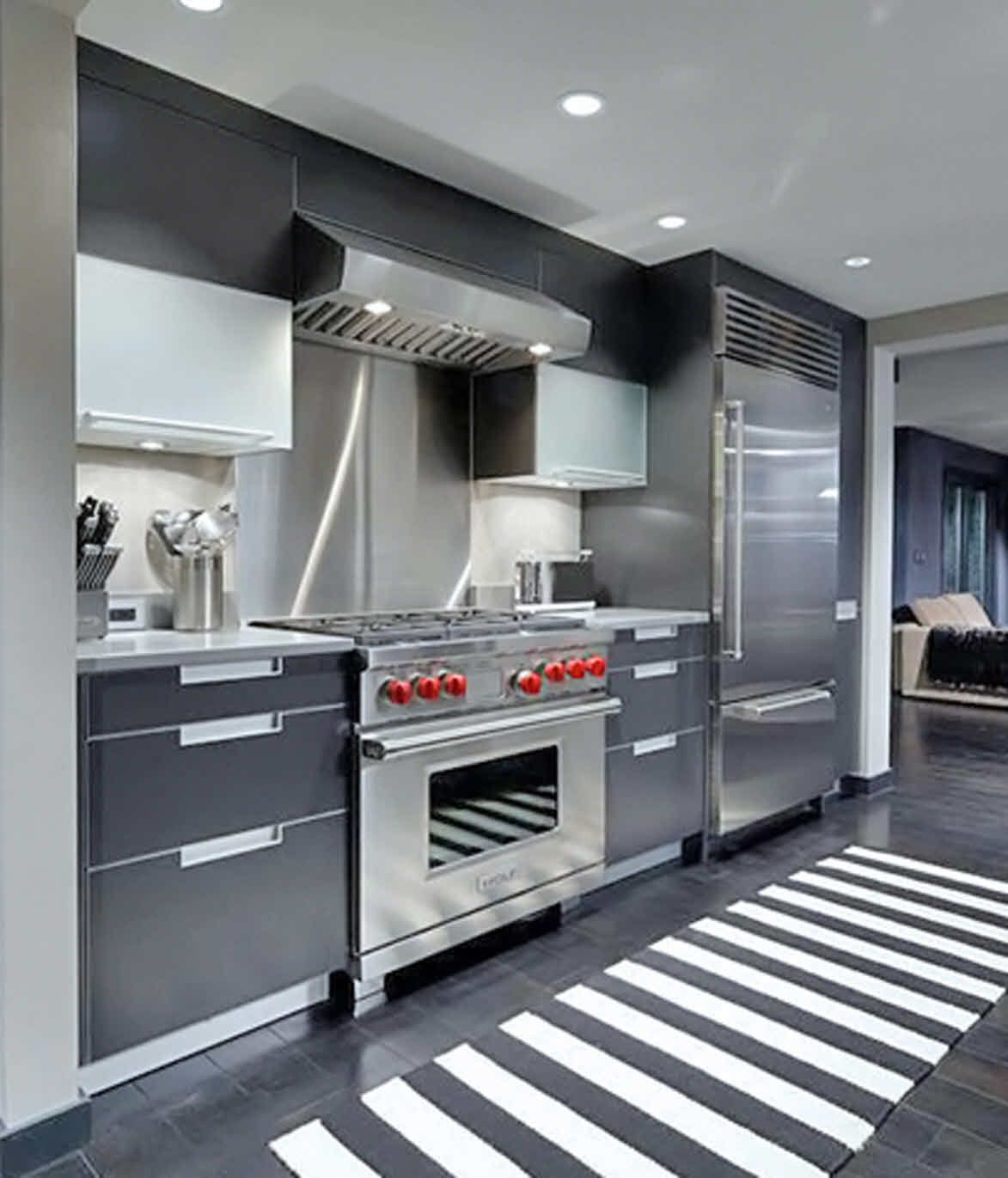 Poggenpohl Cabinetry And Sub Zero Wolf Appliances In This John Coulter Design From Poggenpohl Atlanta Kitchen Kitchen Solutions Kitchen Kitchen Inspirations