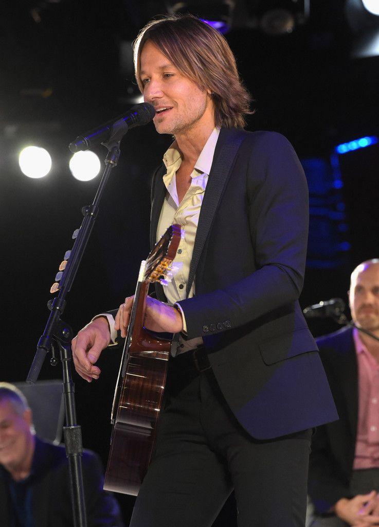Best: Keith Urbans Guitar Heroics   ACM Awards 2014s 13
