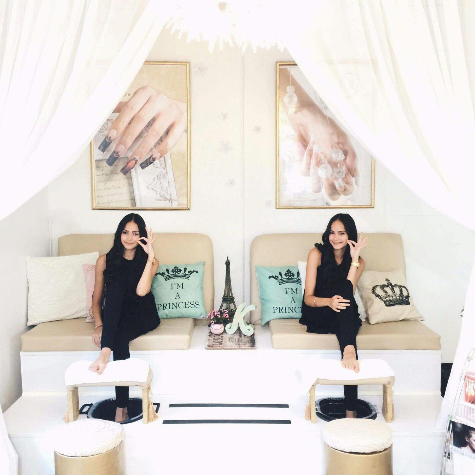Sell Paparazzi In A Beauty Salon Nail Salon: Nail Salon In 2019