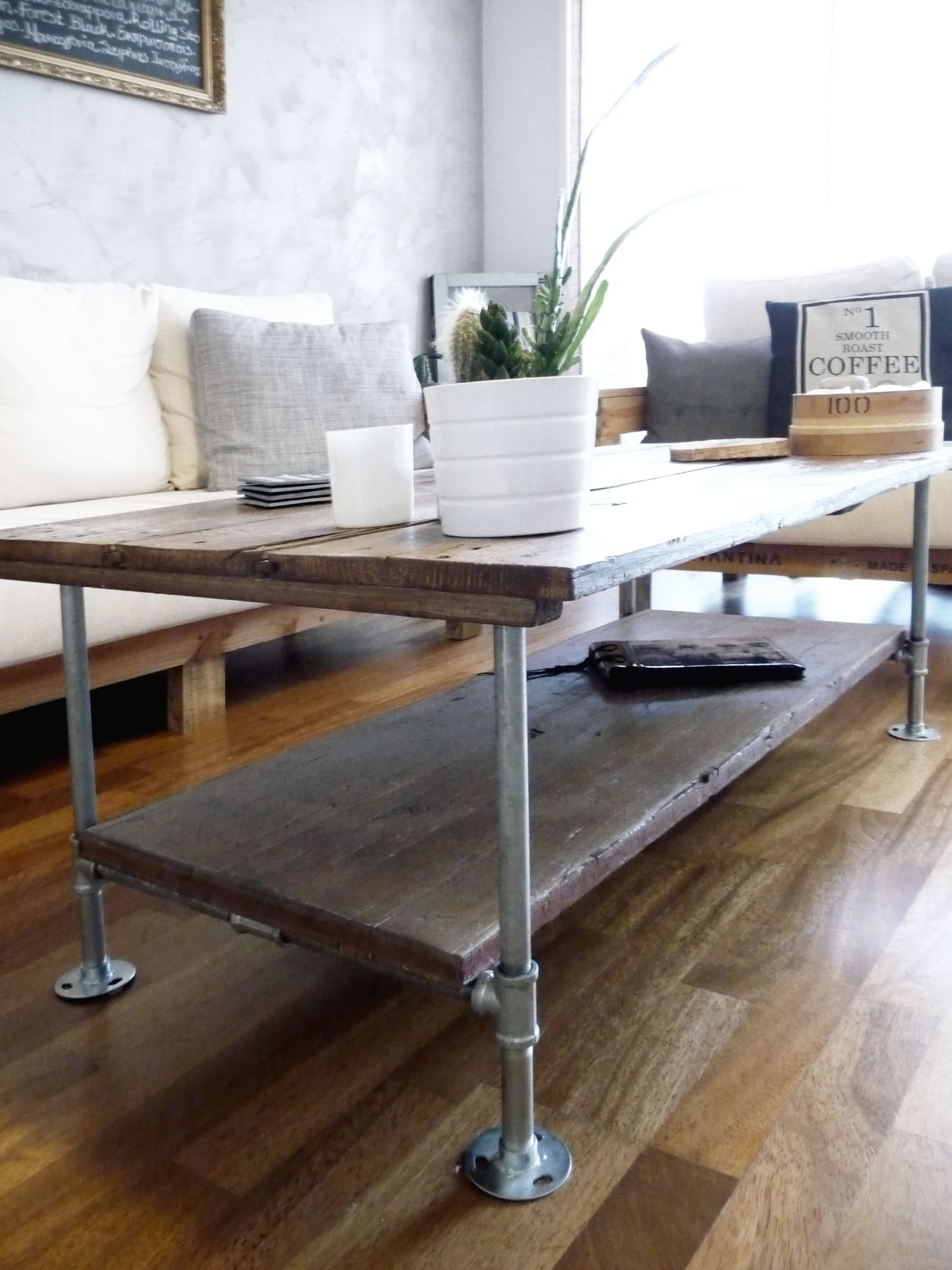 Diy Coffee table with wood and galvanized steel pipes rustic