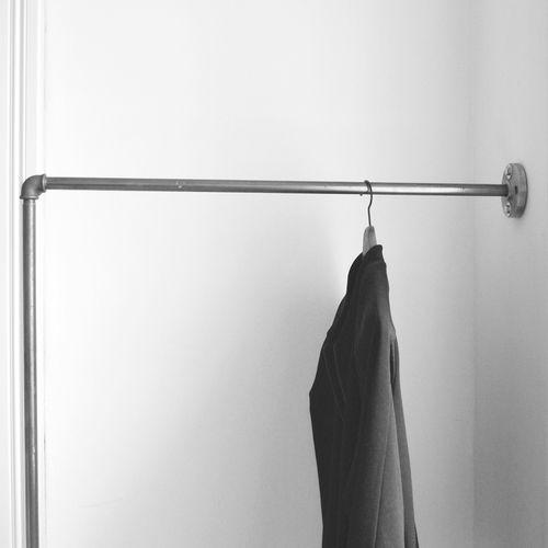 kleiderstange an der wand befestigen ostseesuche com. Black Bedroom Furniture Sets. Home Design Ideas