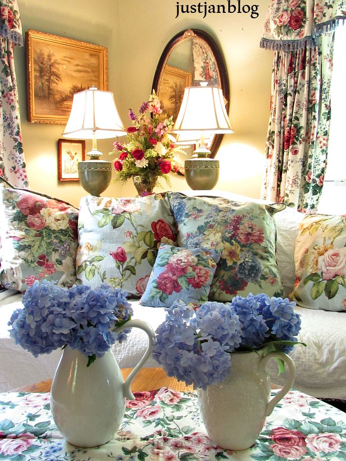 Beauriful Blooms and Pretty Floral Cottage StyleLiving Room