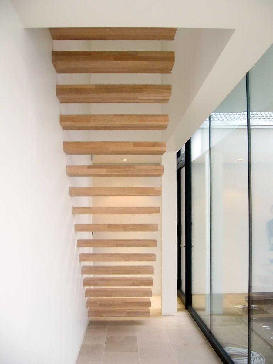 Zwevende trap met houten treden model wallclimber van het belgische merk genico zwevende - Houten trap ...