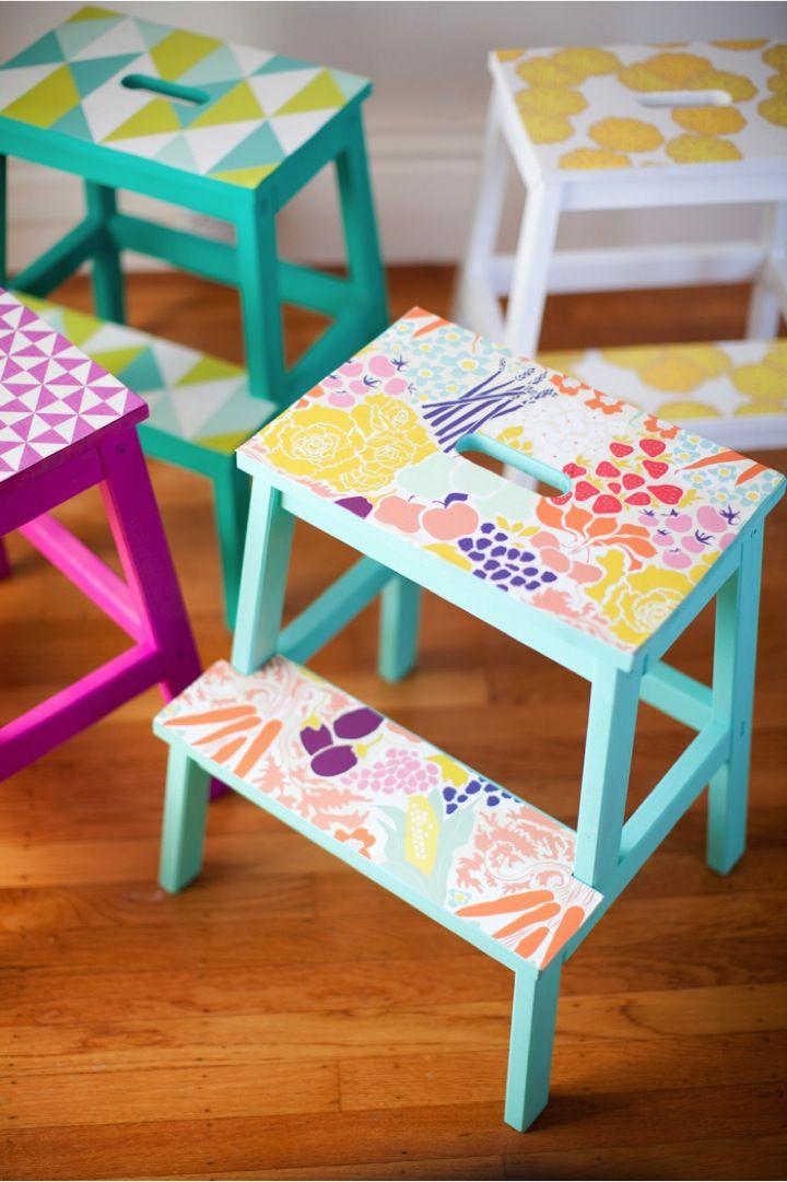 diy personaliza los taburetes bekvam de ikea con papel de pared y chalk paint